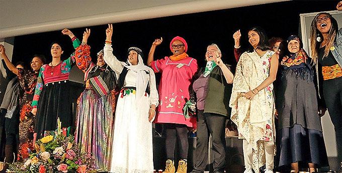 Auf der Bühne des Internationalen Frauenkongresses in Frankfurt 2018 »Women Weaving the Future« Foto: kr